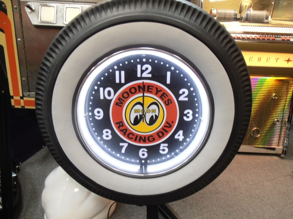 Mooneyes Racing Division White Wall Tyre Neon Clock